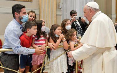 Francesco ai diaconi: né mezzi preti né chierichetti di lusso, ma servi umili