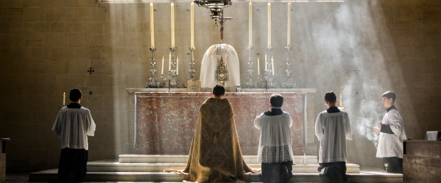 Il Papa limita la messa in latino: si può celebrare solo in casi particolari